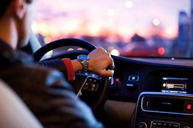 【マッチングアプリ】初対面での車の乗車やドライブのベストな断り方