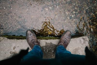 雨の日に濡れた革靴ほっておかないで!簡単なお手入れ方法を伝授!